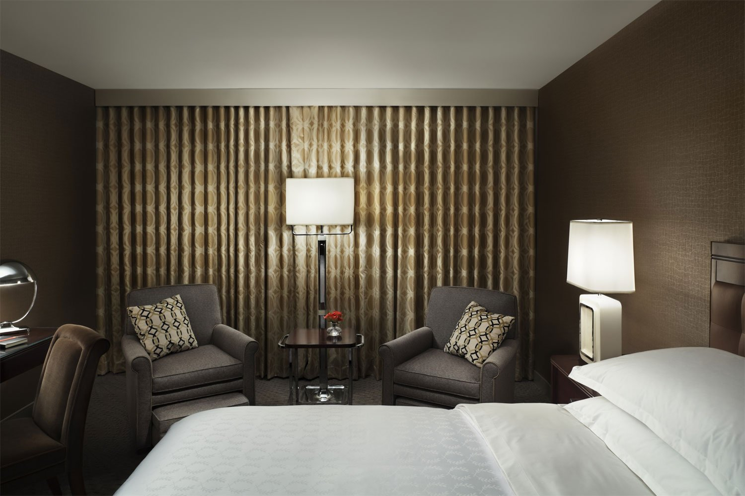 Starwood hotels resorts unveils new guestroom designs for Modern hotel design