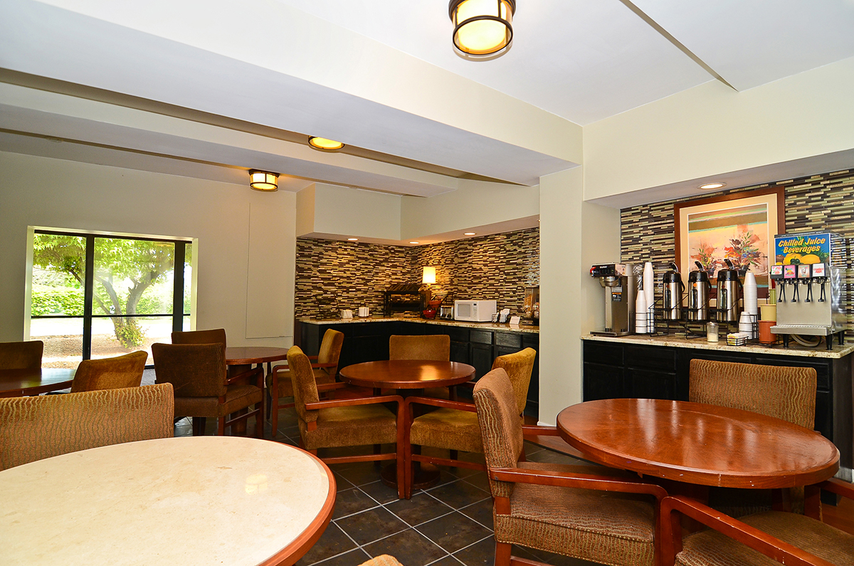 former days inn rebrands to lexington inn suites and. Black Bedroom Furniture Sets. Home Design Ideas