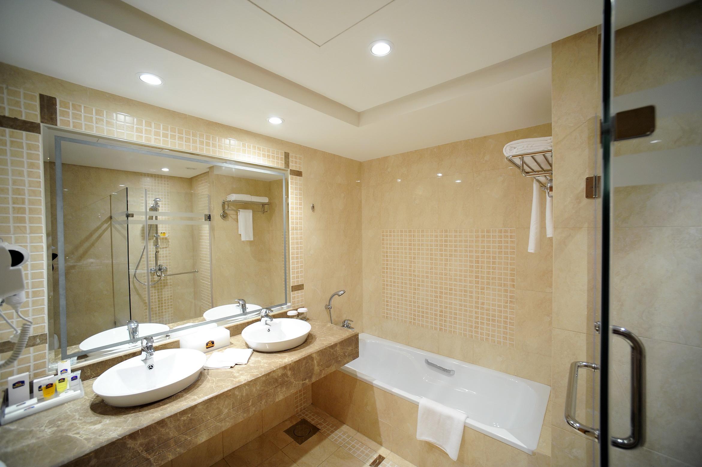 Best western international inc hospitality net for Best western bathrooms