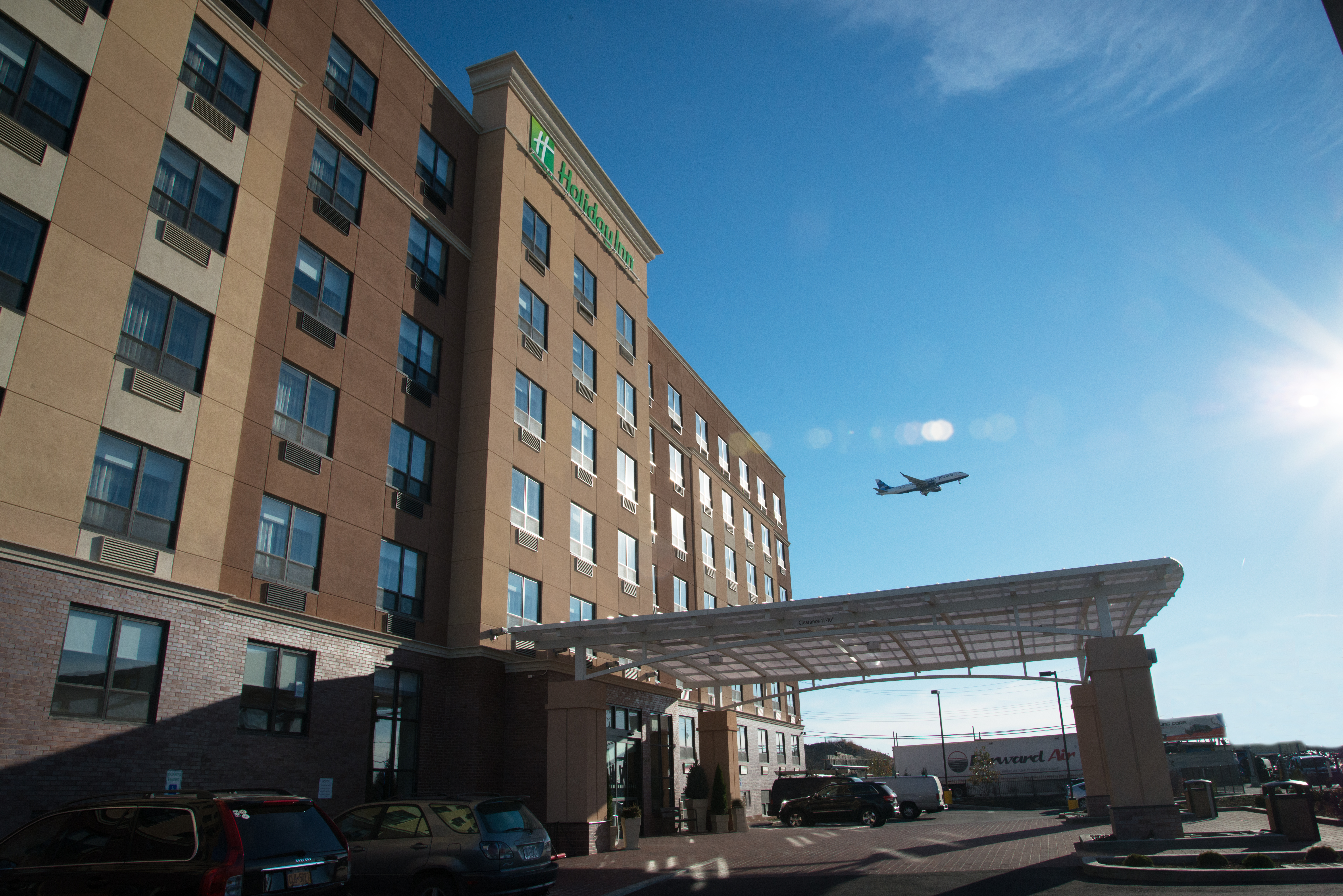 New 201 Room Holiday Inn Opens At Jfk Airport