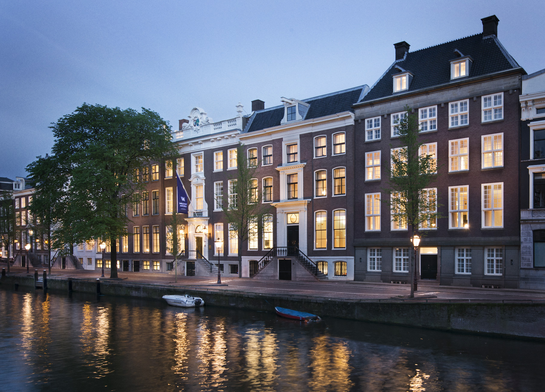 Waldorf astoria hotels resorts opens iconic luxury hotel for Amsterdam hotel