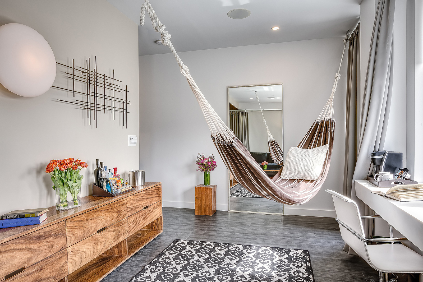 Nu hotel brooklyn updates all 93 guestrooms for Hip boutique hotels