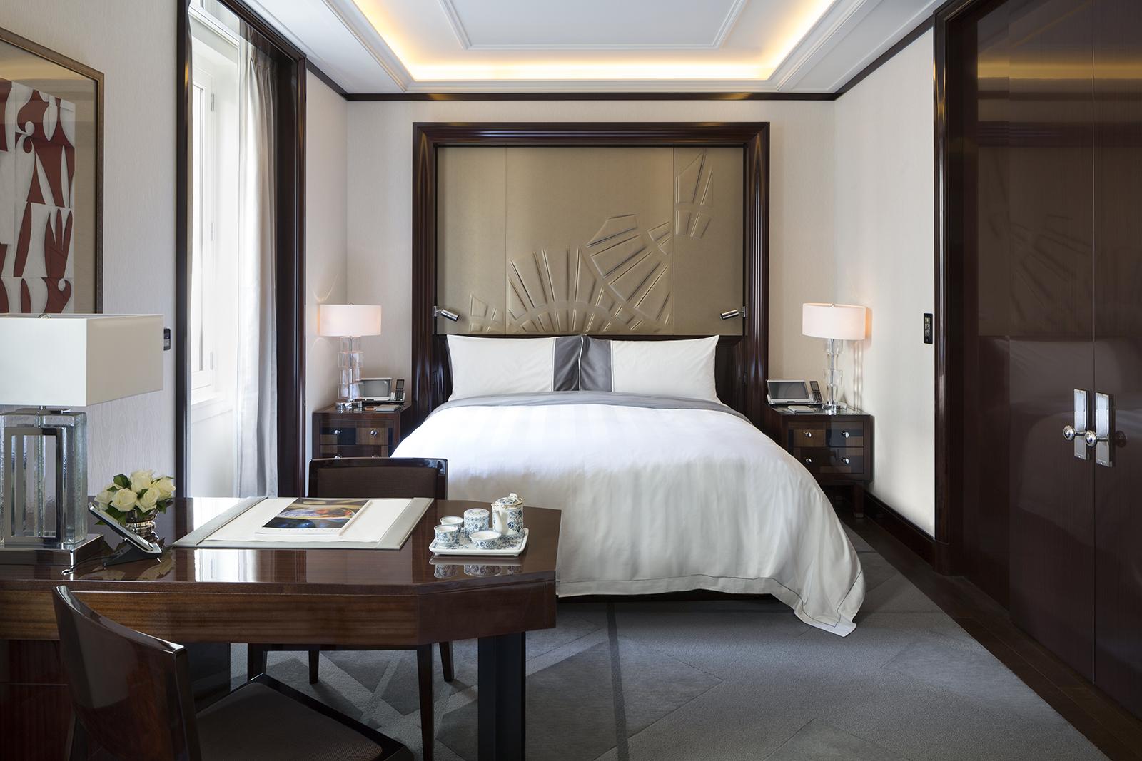200 room the peninsula paris opens its doors for Hotel designer paris