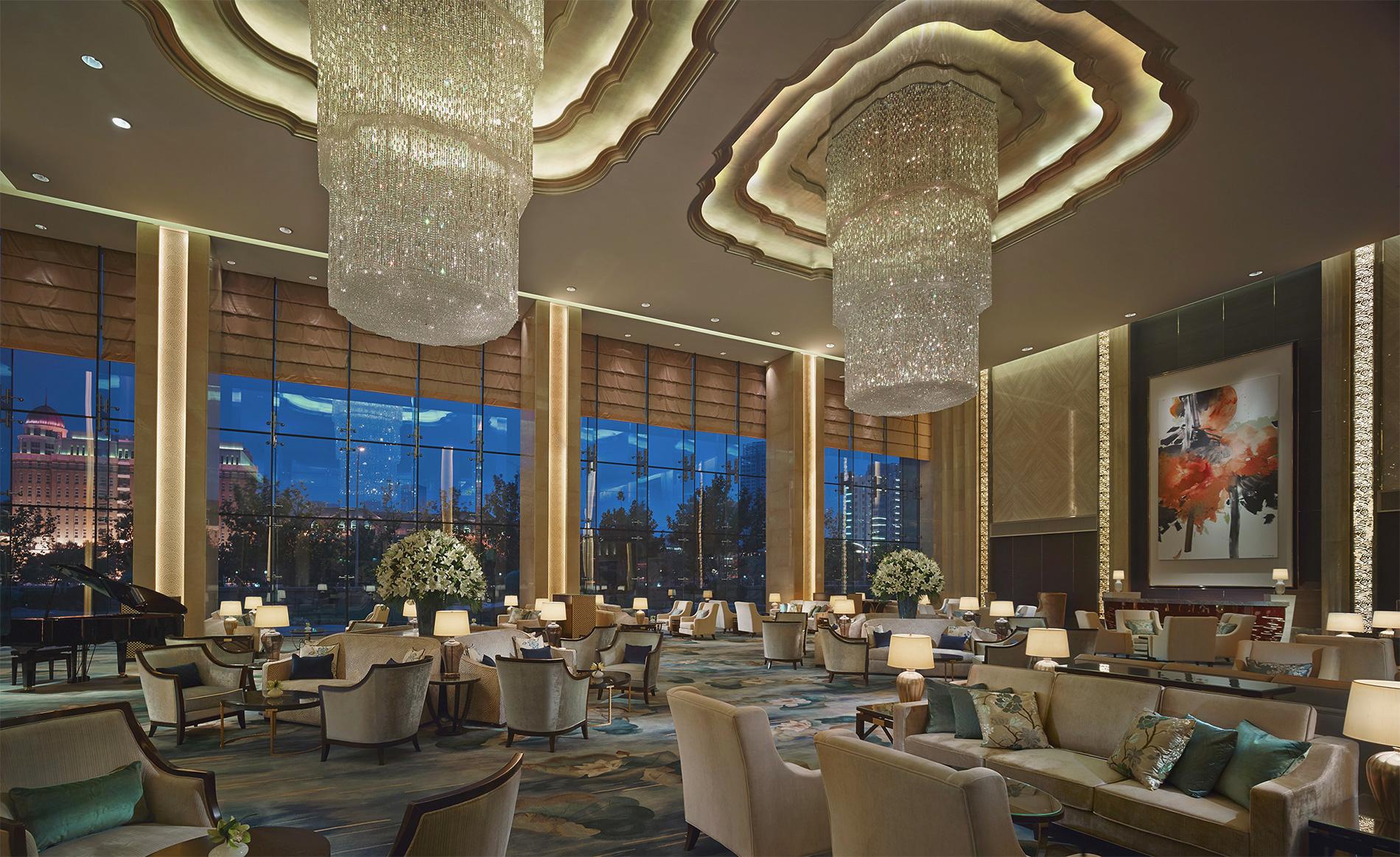 shangri la hotel Conservatorium, amsterdã, holanda: o hoteleiro alfred akirov e seu filho georgi decidiram repetir a experiência bem sucedida de seu hotel de jerusalém e abriram um.