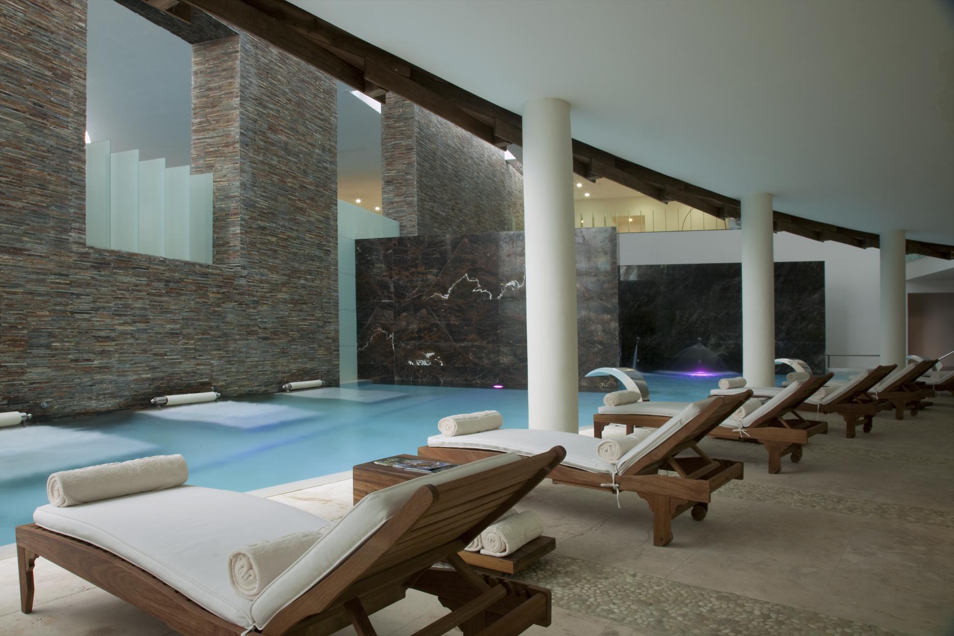 Velas Resorts Interior Designer Mel N Castro Ardav N Receives  # Muebles Heve Castro