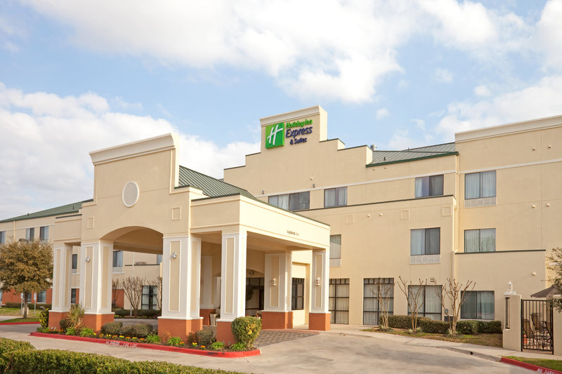 hmc assumes management of the holiday inn express hotel suites located in round rock tx. Black Bedroom Furniture Sets. Home Design Ideas