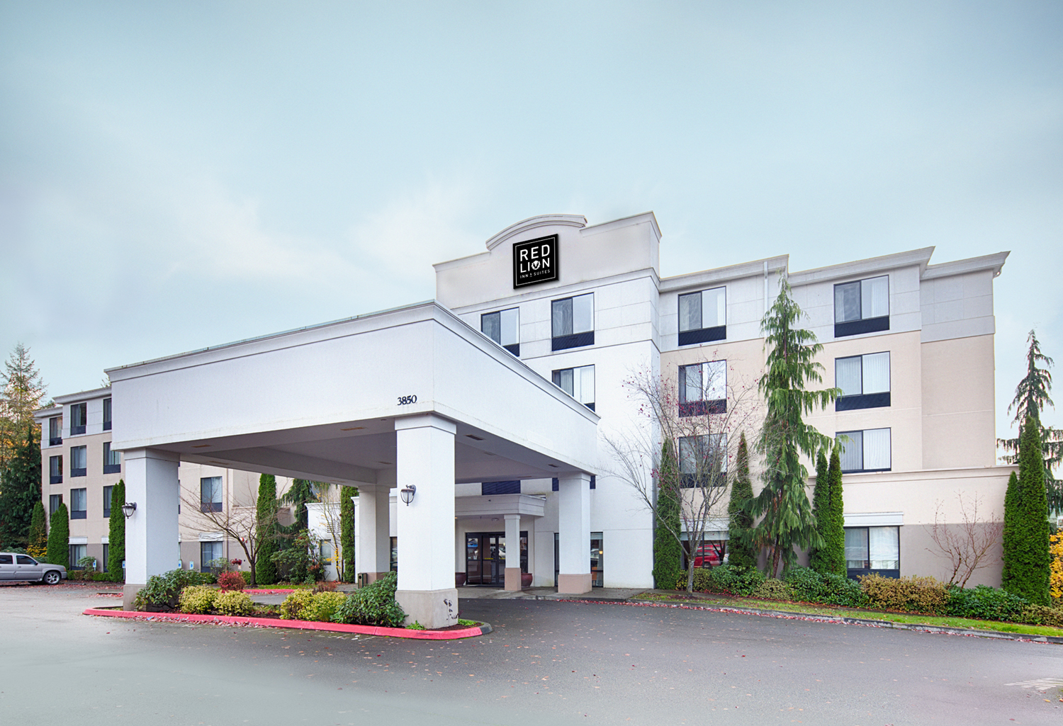red lion inn suites bothell opens in washington state. Black Bedroom Furniture Sets. Home Design Ideas
