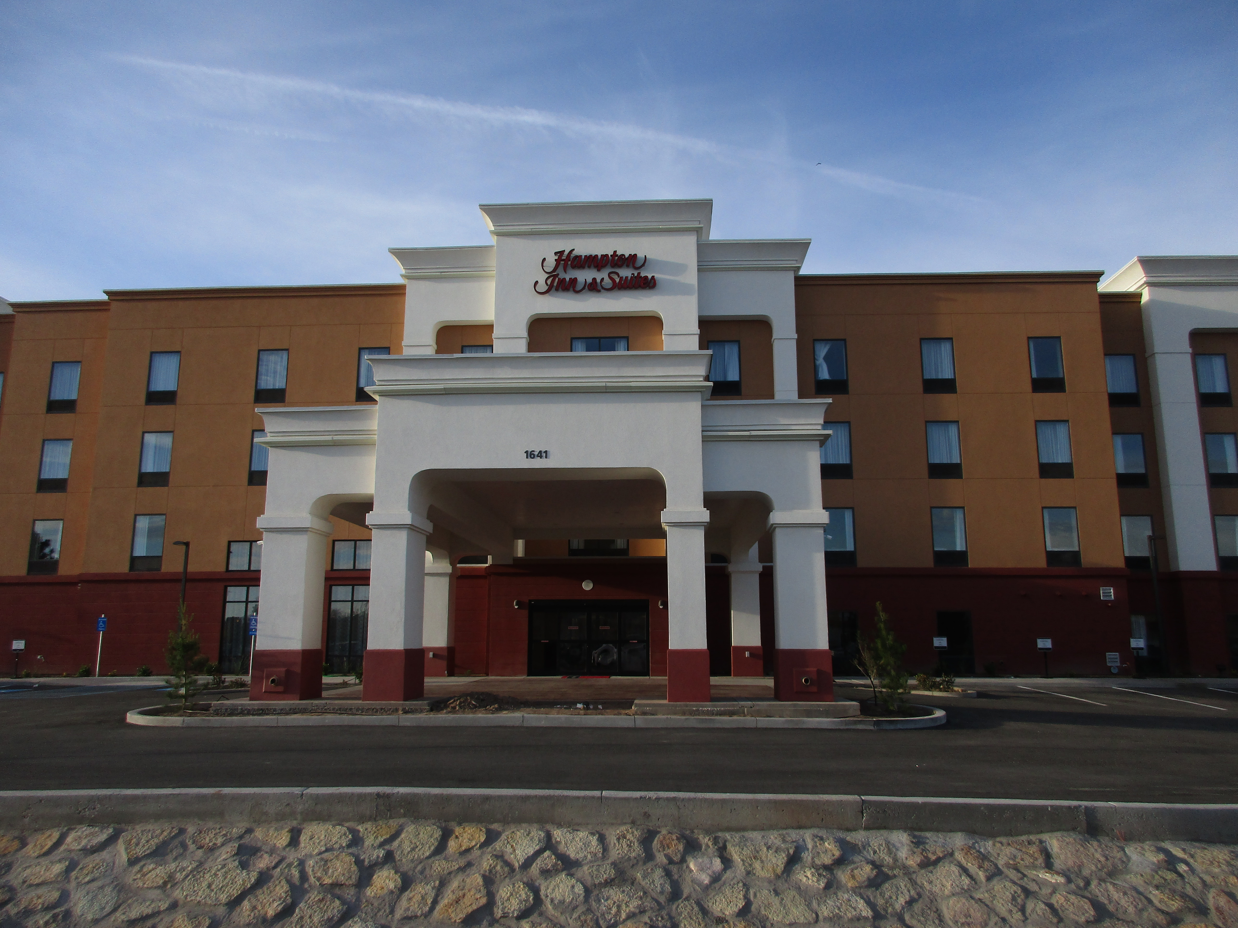 newest hampton inn suites by hilton in new mexico opens. Black Bedroom Furniture Sets. Home Design Ideas