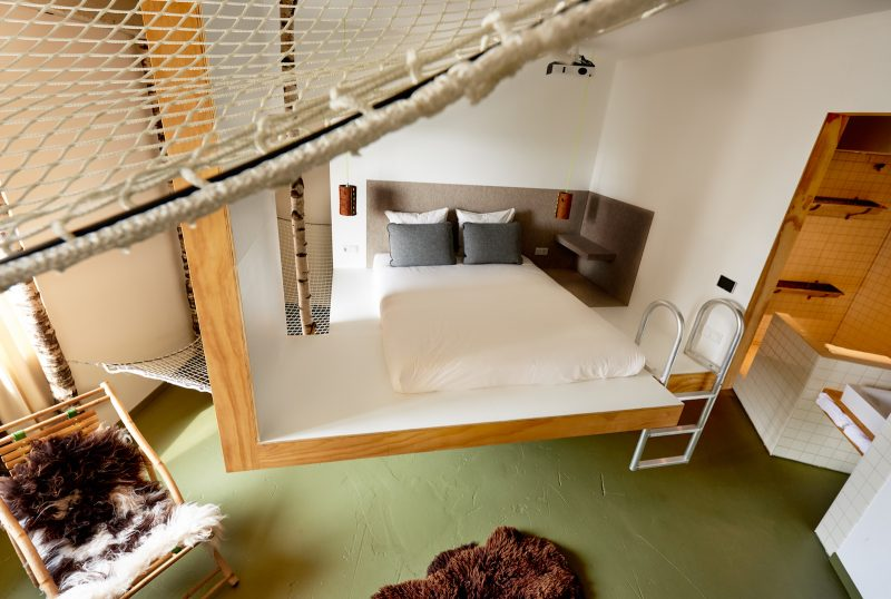 This Amsterdam hotel has 9 one-of-a-kind rooms created by different  designers | businessinsider.nl