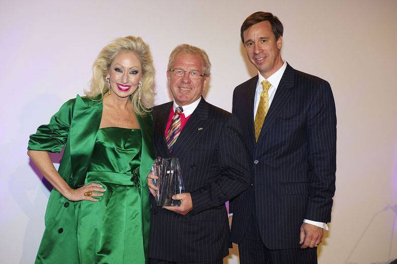 Mr Kurt Ritter being presented the Lifetime Achievement Awards by Arne Sorenson, Executive Vice President and Chief Financial Officer of Marriott International, Chairman of the 2008 Ceremony.