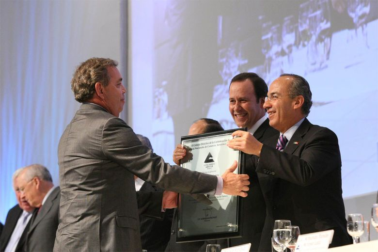 Eduardo Vela, Founder and Chairman of Mexico's Velas Resorts Group, was honored with a prestigious award from Mexico's President Felipe Calderon