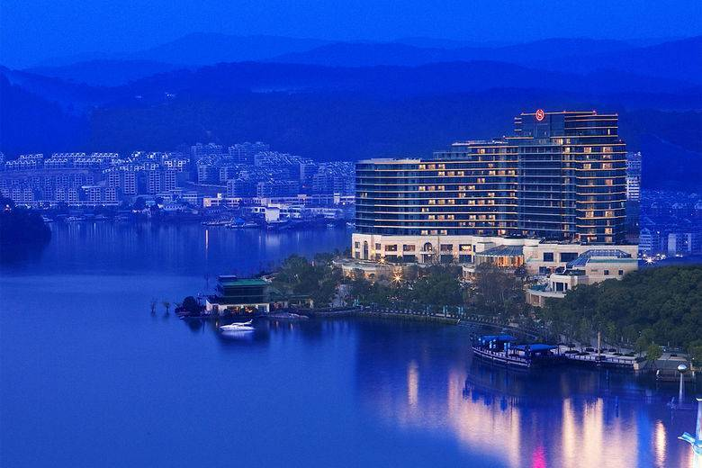 Starwood Hotels & Resorts 1000th Hotel: Sheraton Qiandao Lake Resort
