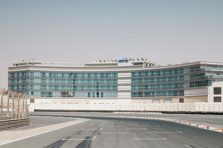 New radisson blu hotel apartments dubai silicon oasis for Motor city casino parking