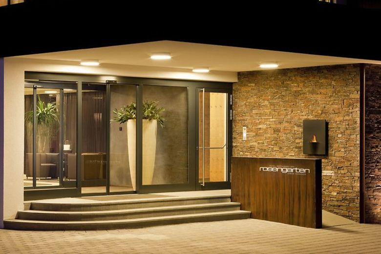 Design solutions for a truly inviting hotel entrance for Hotel entrance decor