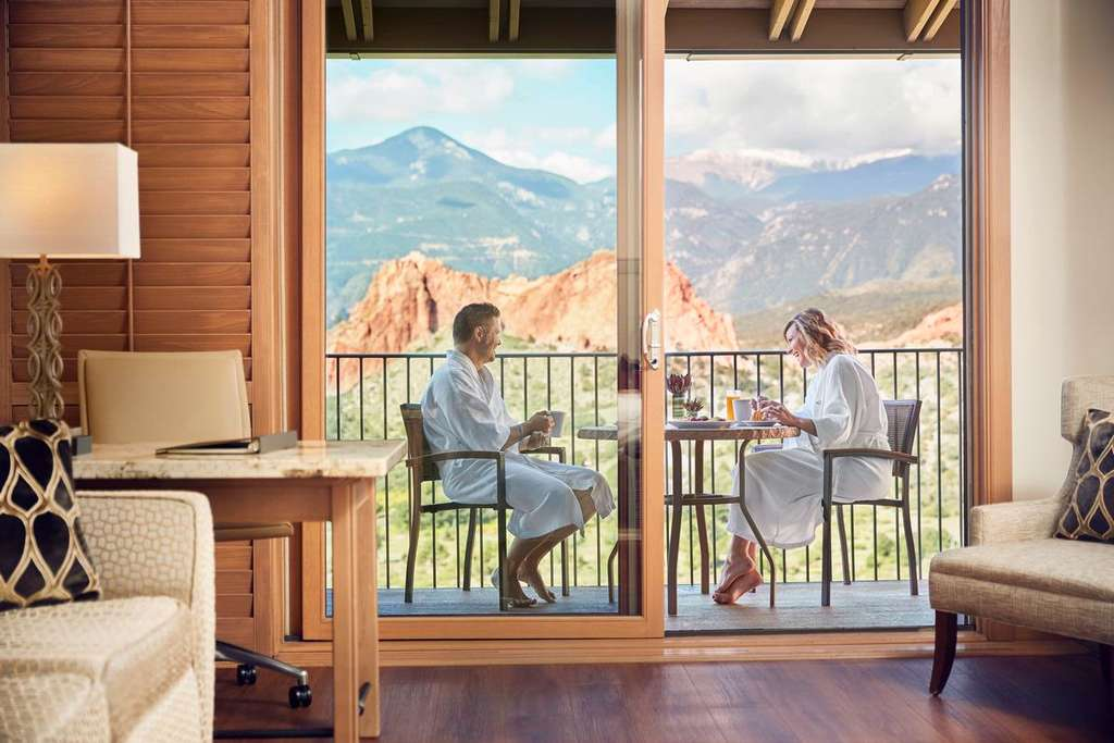 Garden Of The Gods Resort And Club A Luxury Health And Wellness Destination Becomes First Hotel In Colorado To Feature Plum S In Room Wine Amenity